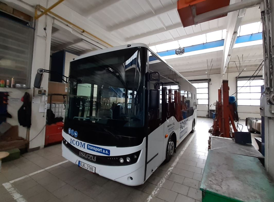 Nový autobus ISUZU se připravuje pro pelhřimovskou MHD