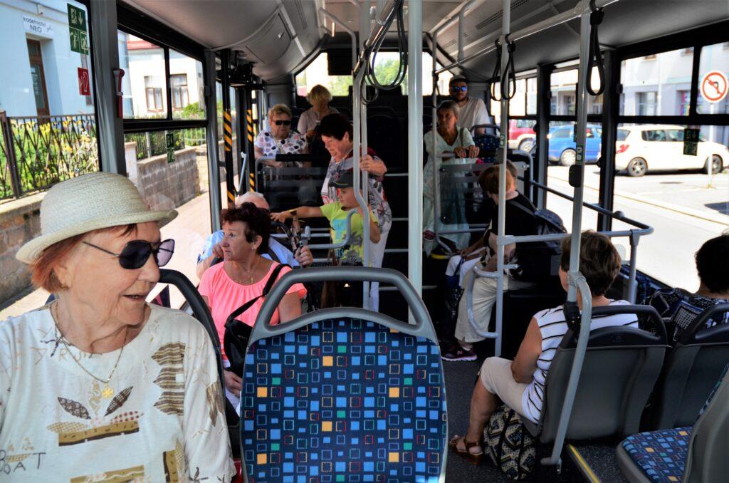 ISUZU NovoCiti na lince č. 3. která má 17 zastávek, celkem cestovalo 21 lidí (foto: Zdeněk Nesveda)